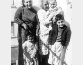 1963 Toulouse, avec Maman, Mémé, Danielle Michel